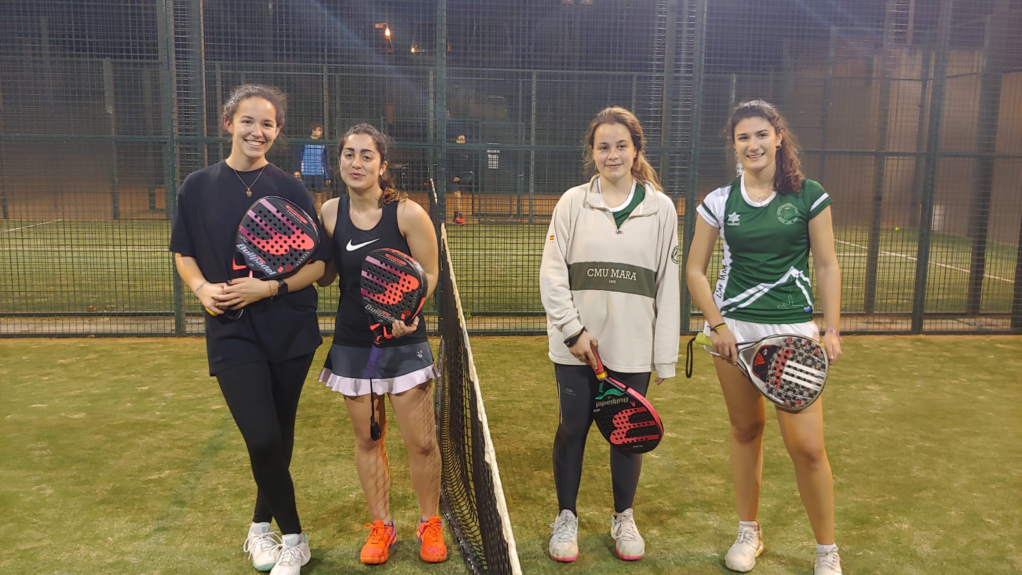 Victoria del equipo de pádel femenino del Colegio Mayor Mendel